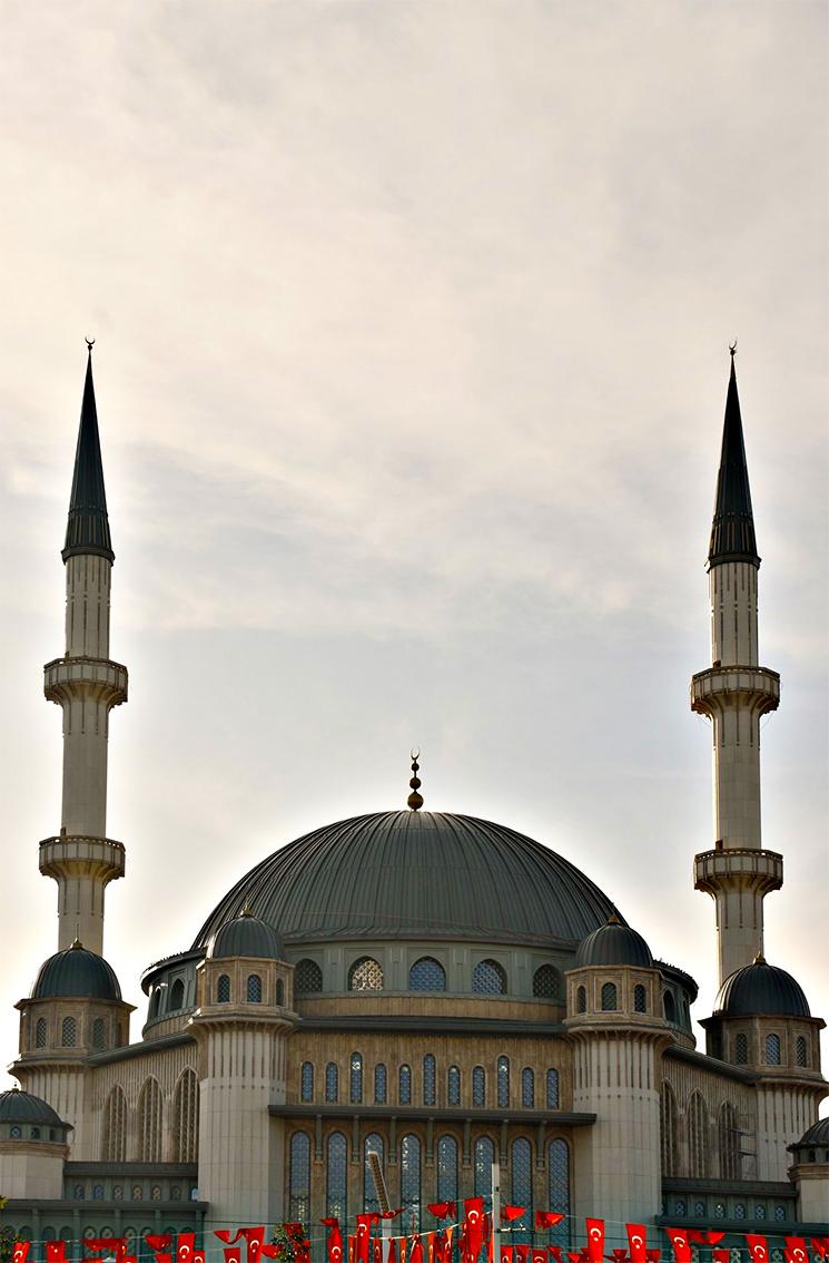 Taksim Camisi ibadete açıldı